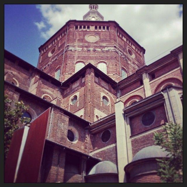 Piazza Duomo in Pavia, Lombardia tutte le prime domeniche del ennese in compagnia h del dott Mozzi puoi trovare tutte le paste di legumi a km zero bio cert e puoi trovare il nostro pane di legumi al 100 per cento