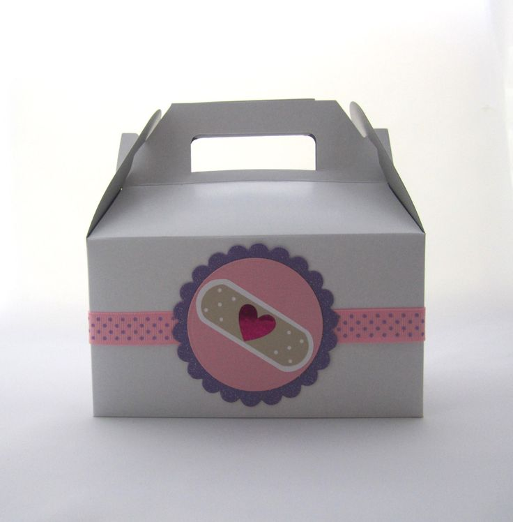 Set of 5 Gable Boxes for Doc McStuffins Party Favors por FavorWrap, $13,25