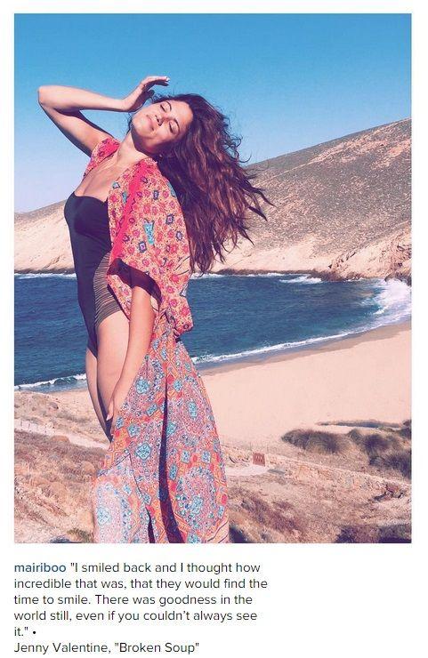Μαίρη Συνατσάκη: Δείτε την να ποζάρει στην παραλία με το μαγιό της χωρίς ίχνος μακιγιάζ | Enter-TV