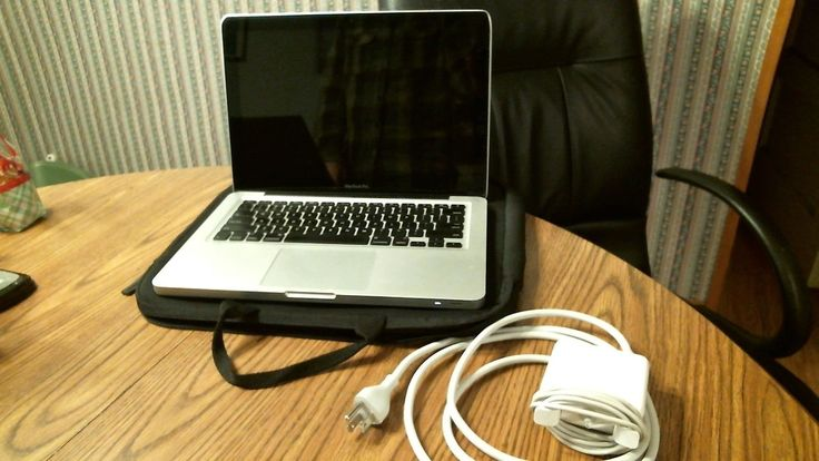 """Macbook Pro Late 2011 13""""// i7 2.8Ghz//4GB Ram//750GB HDDFinal Cut Pro and MORE"""