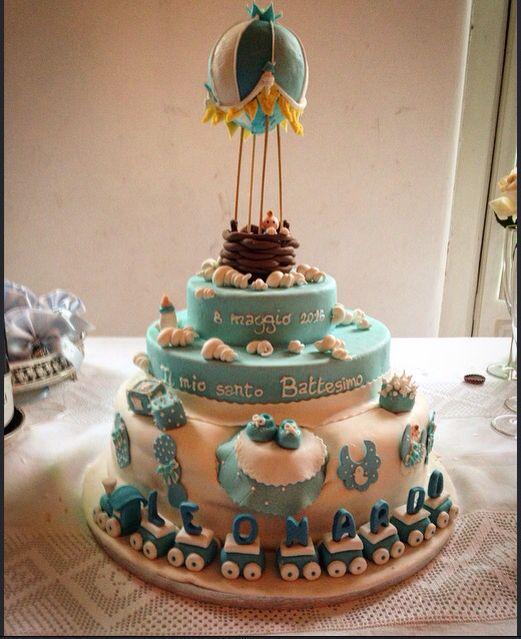 Torta battesimo decorata con fondente. Topper mongolfiera, trenino con le lettere.