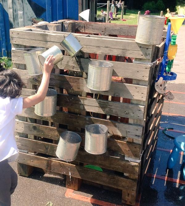 A waterwall cube made from old pallets - what a great idea!