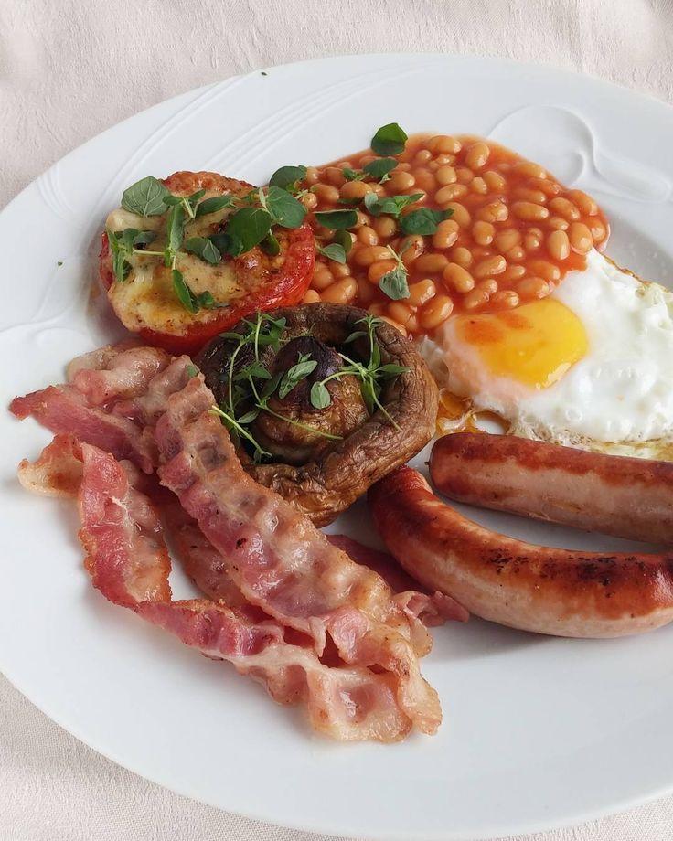 Kyllä se vaan on kunnon aamiainen. #aamiainen #itsetehty #ruokablogi #ruoka#kotiruoka #herkkusuu #lautasella #Herkkusuunlautasella#ruokasuomi