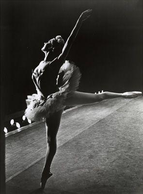 Lynda Meyer as the Sugar Plum Fairy in Lew Christensen's Nutcracker, SF Ballet, 1967; Image courtesy Museum of Performance & Design