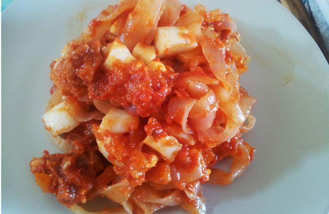 Receta de fideos shirataki con salsa de tomate y chorizo - Con el sabor de siempre!