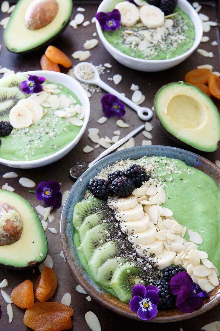This avocado pineapple smoothie bowl is packed full of superfoods for a healthy start to the day. The topping choices are endless! | @ca_avocados #sponsored