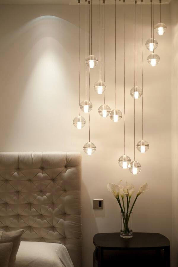 apró gyönyörűségek: Függő lámpák az ágy mellett
