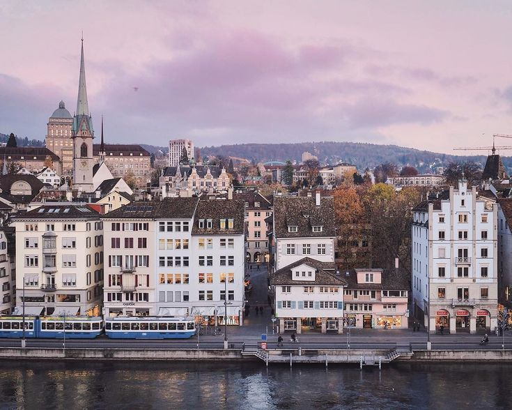 Winter sunsets at home are simply magical! ✨🎄 And it is starting to look like Christmas everywhere. Cant complain about this time of the year. We are super duper excited with Lucy lights coming on! Who else shares the same sentiments with us? . . #zürilove #visitzurich #zurich_switzerland #theprettycities #mylovelyswitzerland #zurich #culturetrip #stayandwander #exploremore #communityfirst #postcardswitzerland #switzerland_vacations #visitswitzerland #topswitzerlandphoto #beautifuldes
