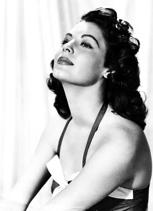 AVA GARDNER: Love this smile and pose! Yummy!