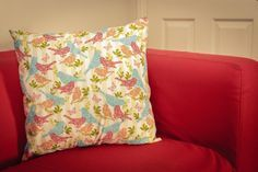 How to Make a Zip-free Cushion Cover #Sewing Made a cushion with this pattern, really easy but also looked good!