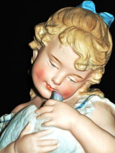 старинный немецкий gebruder HEUBACH пианино Baby девочки кукла с ГОЛУБЯМИ статуэтка из бисквитного фарфора in Антиквариат, Декоративное искусство, Керамика и фарфор, Фигурки | eBay