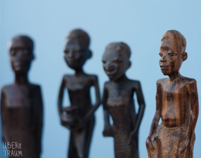 70's African Wooden Carvings of People - Über den Traum