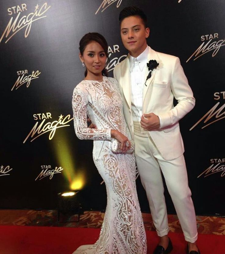This is the handsome Daniel Padilla and the pretty Kathryn Bernardo smiling for the camera while striking a pose at the red carpet at the 2015 Star Magic Ball held at the Shangri-La Hotel in Makati City last September 12, 2015. Indeed, KathNiel is my favourite Kapamilya love team, and they're amazing Star Magic talents. #KathrynBernardo #TeenQueen #DanielPadilla #KathNiel #KathNielBernaDilla #StarMagicBall