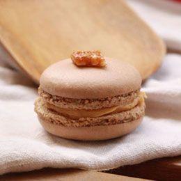 Les macarons c'est drôlement bon, mais alors quand on y ajoute du caramel beurre salé, ça sonne carrément comment LA tentation incarnée...
