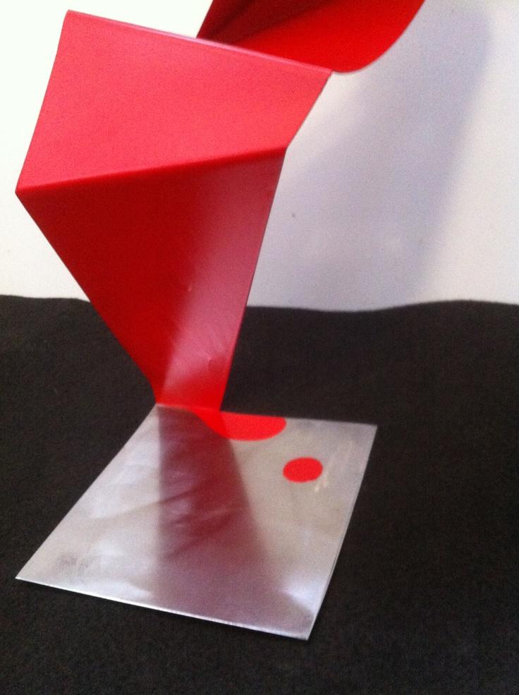 """Leticia Vea  """"El fe también sangra"""", 2013 Hierro 54x27x30cm."""