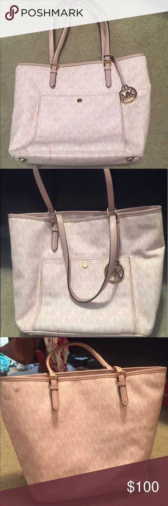 Light pink Michael Kors purse Used Michael Kors purse, minor stains but nothing serious KORS Michael Kors Bags Shoulder Bags