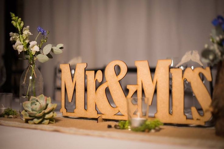 Mr&Mrs sign
