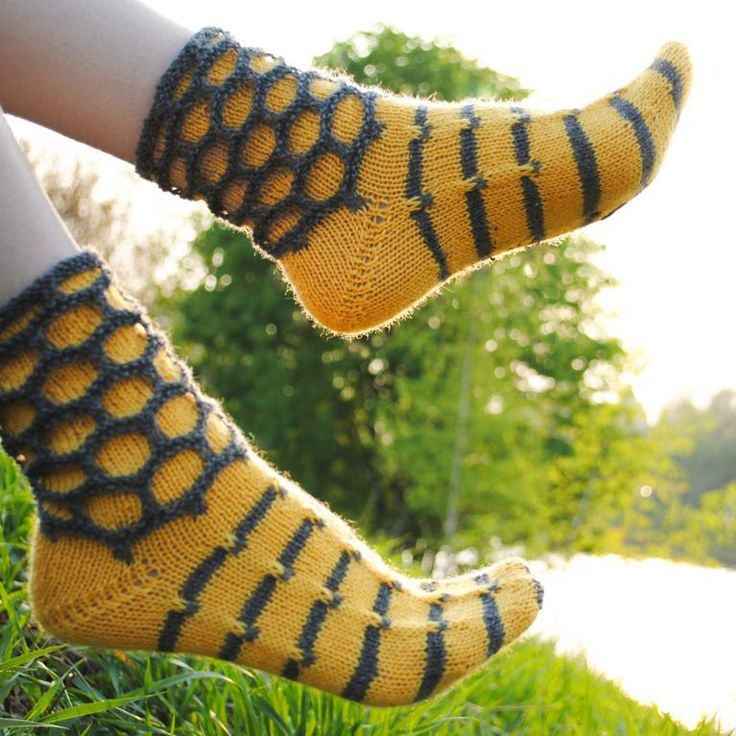 Walking On Honeycomb Socks knitting pattern
