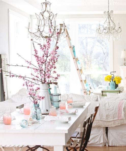 Tons pastel e objetos de vidro tomando conta da decoração: http://bit.ly/LEHw2m