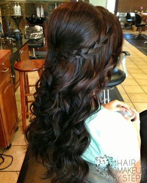 23 Stylish Hairstyles for Brunettes. peinados de noche semirecogidos