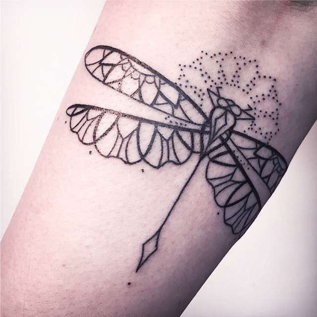 Tatuagens Femininas Linework Pontilhismo Libélula Tattoo Melina Wendlandt