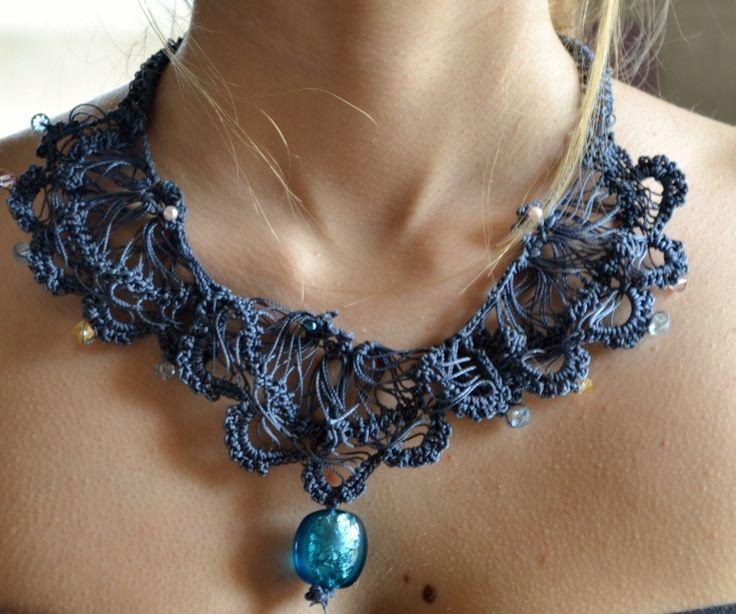 collana lavorata a crochet con tecnica forcella colore blu marino. Da indossare come girocollo o come collana pendente.