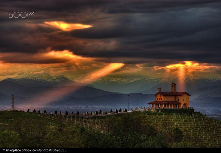 Rays from heaven - Piedmont, Italy © Pier Giorgio Franco | 500px.com | #Piemonte #Italia #Piemont #Italien