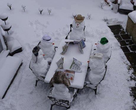 Snow people looking over their menus..~