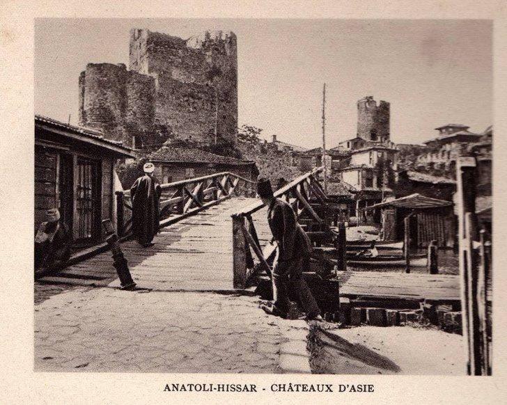 Anadolu Hisarı ve tahta köprüsü 1900 başları
