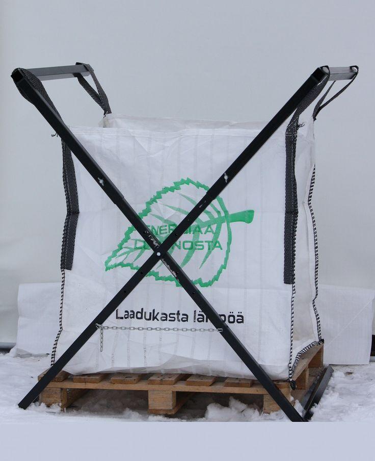 Polttopuu säkit ja telineet.  Firewood bags and racks.  Web site:  http://konetyo-metsa-ky0.webnode.fi/palvelut/polttopuu-sakit/