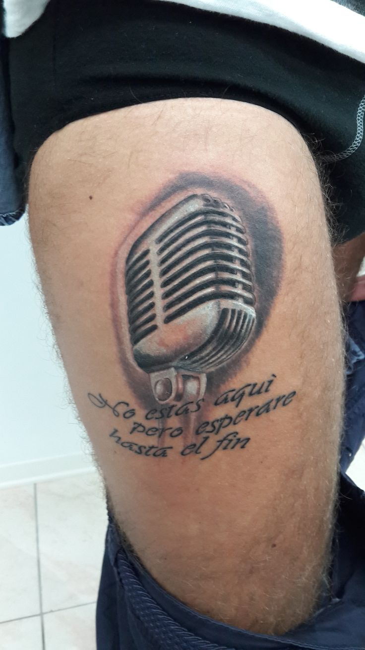 www.valestattoo.com #tattoo #valestattoo #tatuaggio #microfono #anni50 ##realistic #realistictattoo #blackandgrey #blackandgreytattoo #photooftheday #bestoftheday #beatiful #love #pantherablackink #pantherainktattoo #salento #puglia #fanano #emiliaromagna