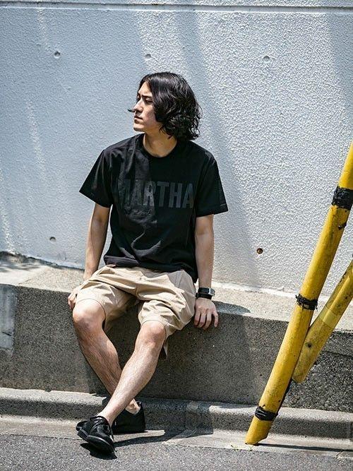 暑い日にはTシャツとショートパンツでカジュアルに。  大きめロゴのプリントTシャツは、一枚でも存在感