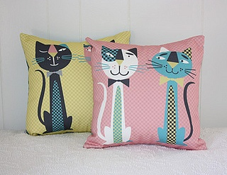 Make-it-Yourself Retro Cats Pillows