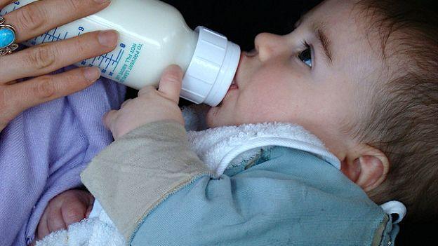 Come allattare con il latte in polvere