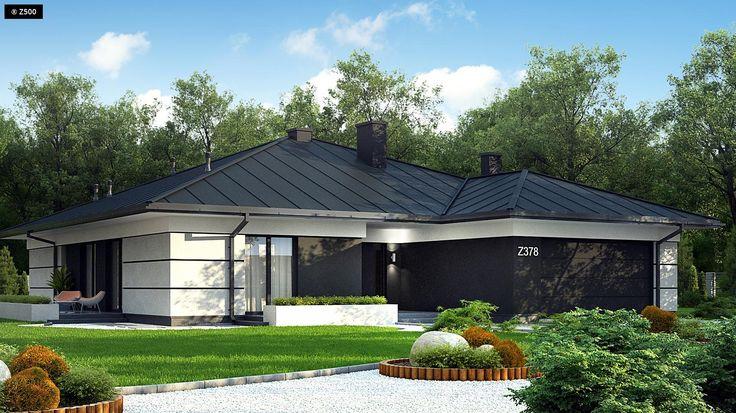 Z378 to propozycja współczesnego domu parterowego z dachem wielospadowym i garażem dwustanowiskowym. Wykończony białym tynkiem z dodatkiem boniowania, delikatnym gzymsem oraz czarnym betonem architektonicznym.