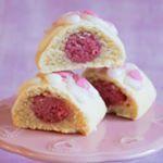 Här kommer ännu ett recept på somriga biskvier, den här gången med hallon. Fyllningen till de hä...