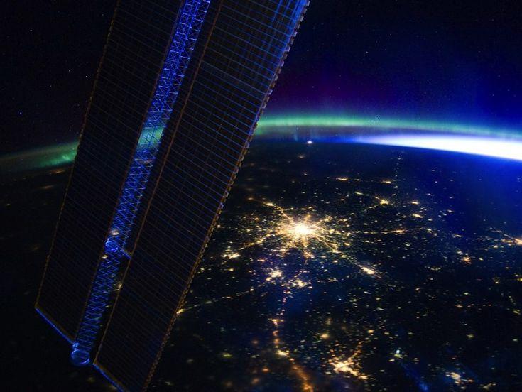 Foto notturna di Mosca scattata il 28 marzo dall'equipaggio della Expedition 30