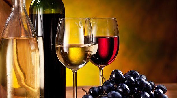 Un vino no solamente puede acompañar la comida, sino que, sí es una buena elección, puede lograr potenciar los sabores de la misma y mejorar un plato de una manera increíble. A la hora de escoger el vino para cada comida, la elección no siempre es la correcta. Es por ello que lo invito a leer  esta nota sobre el arte de combinar cada plato con su correspondiente vino.
