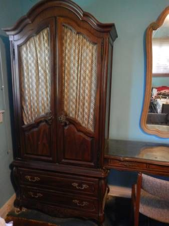 Hickory Manufacturing Company 10 Feet Long Also Available Matching Mirror 100 Pair Of Bombe Night TableMirrors