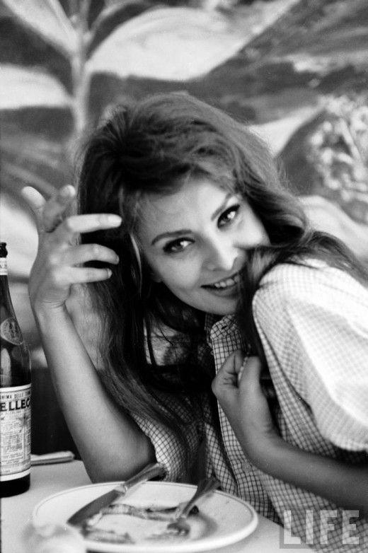 Vintage everyday: Sophia Loren by Alfred Eisenstaedt, Italy, 1961
