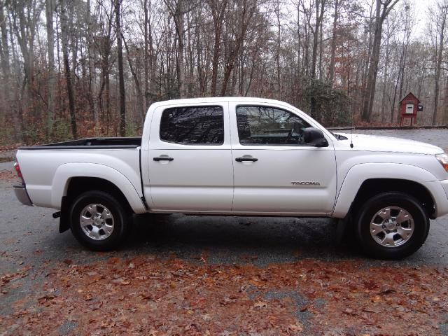 25 best ideas about toyota tacoma for sale on pinterest toyota tacoma 4x4 tacoma for sale. Black Bedroom Furniture Sets. Home Design Ideas