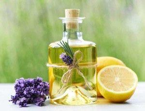 Aromaöl-AROMAÖLMASSAGE  AromaölLassen Sie Ihren Körper bei der Aromaölmassage von warmen, wohlduftenden Ölen umschmeicheln. Ätherische Öle entfalten binnen Minuten Ihre Wirkung im Körper und verführen Ihren Geruchssinn.