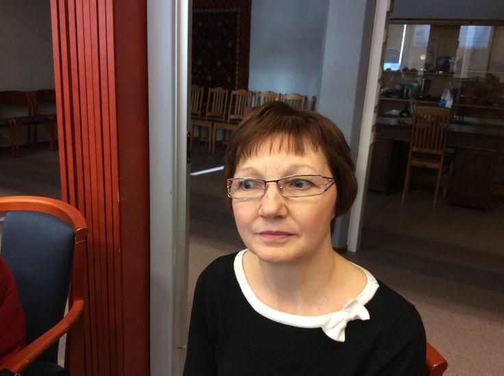 Heli Härkönen huolehtii puhtauspalvelun ja jakelukeittiön työtehtävistä Juvan terveyskeskuksella.