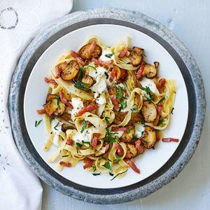6 februari - Pasta in de bonus - Recept - Tagliatelle met champignons en witlof - Allerhande