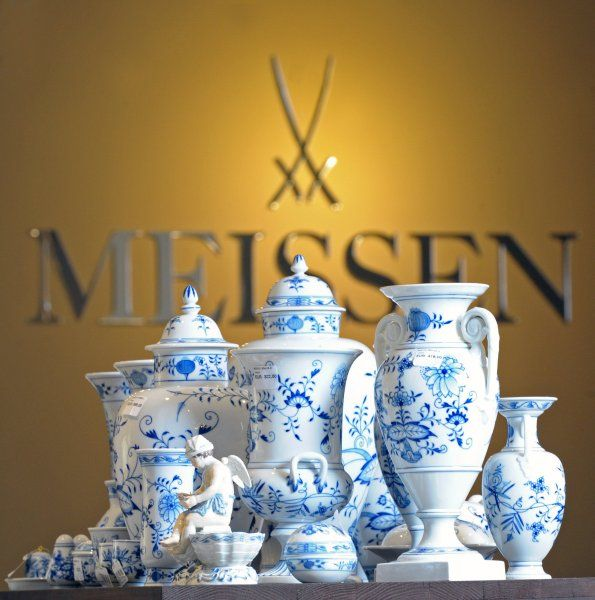 Sachsen  besitzt unter anderem die  Staatliche Porzellan-Manufaktur Meissen ....
