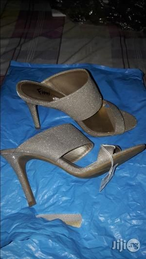 Stylish glittery champagne gold slippers suitable for any occassion anytime anyday. Very comfortable to walk around in..