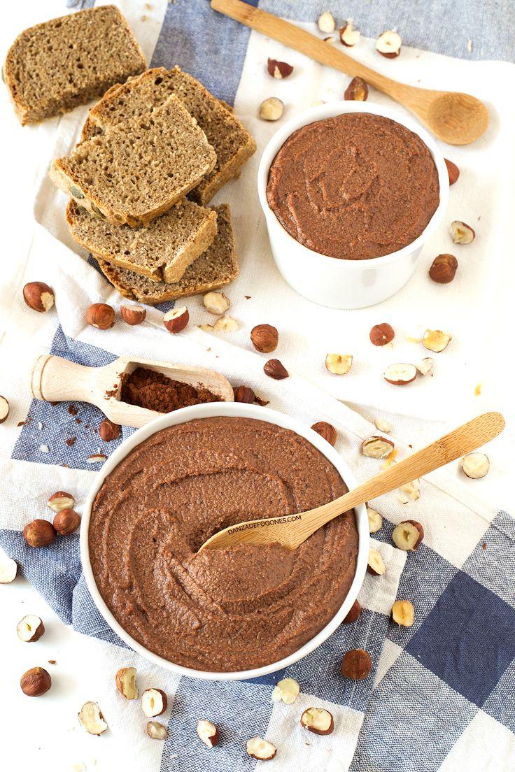 Esta nutella es mucho más saludable, está deliciosa y es muy fácil de hacer. A los niños les encanta y a los mayores también.