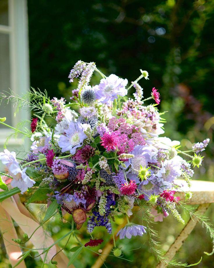 Summer bridal bouquet - meadow feel and garden grown with silk ribbon from @katecullenstyle - simple and romantic  _ _ _ _ _ #britishflowers #gatherandcurate #gatheringbeauty #softdreamyphotography #cherishandrelish_august #makedeliciouslight @emilyquinton #underthefloralspell @flowerona #bridebook #inspiredbypetals #petalsandprops #stylingtheseasons #embracingtheseasons #ccseasonal #fouriadorefriday @kimklassen @prairiegirlstudio #floralfridaycompetition #floralfriday #pursuepretty…