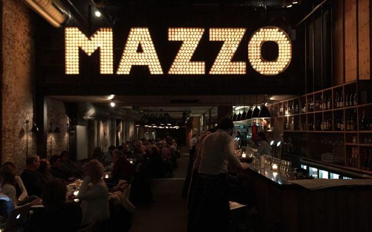Mazzo: Italiaanse verrassing Met z'n wijdse entree aan de Rozengracht met grote hoge ramen en de typerende bioscooplampjes, heeft Mazzo altijd al een enorme aantrekkingskracht op mij gehad. Tot deze maand was ik er nog nooit binnengeweest! Nu dan eindelijk wel en ik werd verrast door een reusachtig restaurant, vol gezelligheid en met een kaart gevuld met Italiaanse lekkernijen.