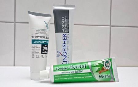 3 naturliga och fluorfria tandkrämsalternativ: http://passionforhalsa.se/33-naturliga-och-fluorfria-tandkramsalternativ